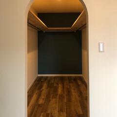 暮らし/住まい/新築/マイホーム/自然素材の家/デザイン/... アーチ開口のウォークインクローゼット。 …