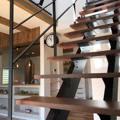 ナチュラルインテリア/お洒落な家/高気密高断熱/トップライト/スケルトン階段/吹き抜け/... リビングの空間を広げるスケルトン階段。 …