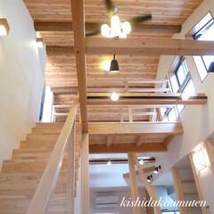 自然素材の家/シーリングファン/吹き抜け/空間デザイン/注文住宅/京都/... 開放感と木のぬくもりが心地いい家🎵 木…