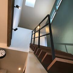 ナチュラルインテリア/お洒落な家/高気密高断熱/トップライト/スケルトン階段/吹き抜け/... リビングの空間を広げるスケルトン階段。 …(2枚目)