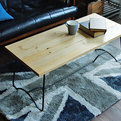 インテリア/テーブル/センターテーブル/ローテーブル/ヴィンテージ/アイアン ラフな質感の節ありの天然木パイン材に、ア…