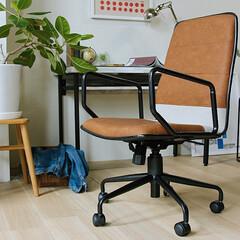 インテリア/家具/椅子 /チェアー/キャメル 座面と背もたれ部分にはキャメルカラーのレ…