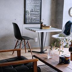 インテリア/家具/西海岸/カフェ/テーブル/食卓/... 天然木パイン無垢材を格子状に組み、そして…