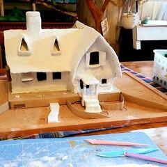 紙粘土/魔女の宅急便/ダンボールDIY/DIY/雑貨 次は紙粘土を使って全体的に強化しています…
