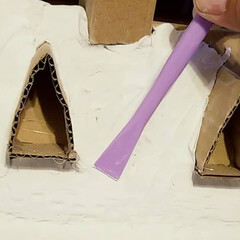 紙粘土/魔女の宅急便/ダンボールDIY/DIY/雑貨 次は紙粘土を使って全体的に強化しています…(2枚目)