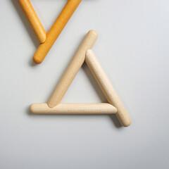 鍋敷き/ポットスタンド/フルスイング/日用品 3本の丸棒を組み合わせた三角形の鍋敷き。…