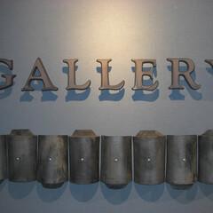 看板/サイン/ギャラリー/エントランス/瓦 いぶし焼成の中アタリ(炭素膜、いぶし銀に…