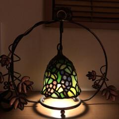 我が家の照明 ステンドグラスのスイングタイプのランプ。…