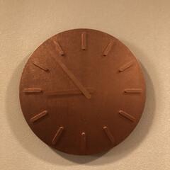 リビングあるある ±と金沢の箔一がコラボした掛時計。時計感…