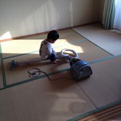 家族でおうち掃除 #家族でおうち掃除 『掃除機は乗り物です』