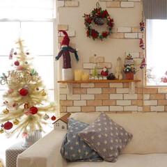 手作りインテリア/クリスマス/クリスマスツリー/100均/ニトリ 我が家のホワイトクリスマスツリー🎄✨ 長…