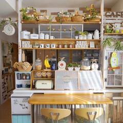 手作りインテリア/シャンデリア/カフェ風インテリア/ナチュラルインテリア/ディアウォール棚/キッチンカウンター/... おはようございます🎵 我が家の手作りキッ…