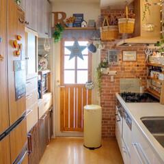 調味料棚/食器棚/冷蔵庫/換気扇/ナチュラルインテリア/カフェ風インテリア/... リメイクした我が家のキッチン💕  冷蔵庫…