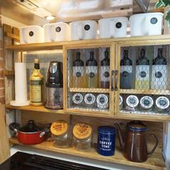 木箱リメイク/調味料入れ/カフェ風キッチン/DIY/100均/セリア/... キッチンの調味料☆ 木箱に、セリアのA4…