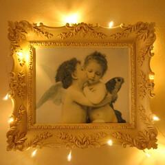 シャンデリア/空間作り/カーテンイルミ/寝室/インテリア/ナチュラルフレンチ/... お気に入りの天使の絵✨🖼