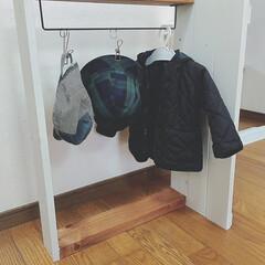 フレンチカントリー/ハンガーラックDIY/ハンガーラック/子供部屋/こどものいる暮らし/DIY/... 子どもの園児服や帽子を掛けられるハンガー…