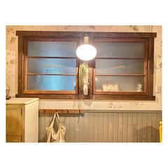 BOTANICOLORS/壁紙屋本舗/style/ニッペホームプロダクツ/壁リノベ/DIY/... 壁と腰板を塗り替えました。 シャビー。ブ…