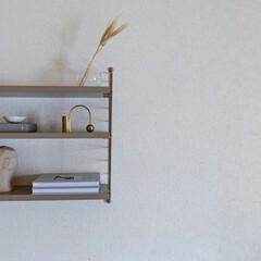 アイボリー 無地壁紙シール ウォールステッカー  60cm×1(ウォールステッカー)を使ったクチコミ「お気に入りのシェルフの上を少しだけ模様替…」