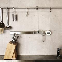 IKEA/塩系インテリア/モノトーンインテリア/シンプルインテリア/見せる収納/キッチン/... キッチンのタイル面の壁紙を変えました☺︎…