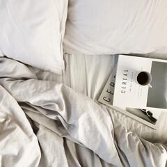 寝室インテリア/寝室/北欧インテリア/海外インテリア/ミニマリスト/洋書/... 今日はお休みだったので朝はちょっと遅くま…