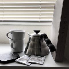 ハリオ/IKEA/ミニマリスト目指します/ミニマリスト/ミニマル/海外インテリア/... キッチンの窓辺は出窓風になるようにキャビ…