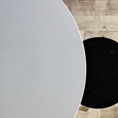 丸テーブル ホワイト スチール 木 サイドテーブル プレーン 白・黒 山崎実業 | 山崎実業(サイドテーブル)を使ったクチコミ「テーブルを新しくしたのでチェアも新しいの…」