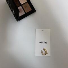 ゴールドアクセサリー/AKTE/イヤーカフ/雑貨/ファッション/おすすめアイテム akteのイヤーカフ。 デザインがさりげ…