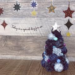 ミニツリー/毛糸ポンポン/毛糸/ポンポンツリー/クリスマス/クリスマスツリー/... ポンポンツリー作りました💕 セリアのデニ…