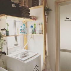 ディアウォール棚DIY/ランドリールーム/ディアウォール/ステッカー/脱衣所/サニタリールーム/... サニタリー✨  洗濯機に、メルカリで購入…