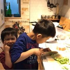 ハンバーグ/兄弟/お手伝い/料理男子/LIMIAごはんクラブ/わたしのごはん/... 春休み中は 我が家の料理男子たちが夕飯作…(2枚目)