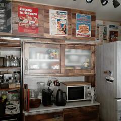 キッチンインテリア/リメイクシート/食器棚/キッチンボード/アンティークタイル/タイルシート/... キッチンの食器棚を少し変えました🎵  前…