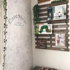 壁紙屋本舗/ペンドルトン/カフェ風インテリア/ブックシェルフ/すのこDIY/インテリア/... カフェのブックコーナーをイメージして作っ…