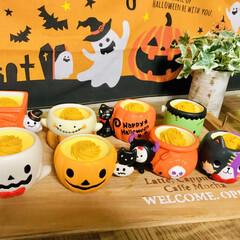 カフェトレイ/カラフル/可愛い/頂き物/ハロウィンスイーツ/かぼちゃスイーツ/... 頂き物です😍 カボチャのムースだけど、器…