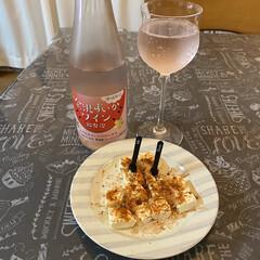 金沢すいかワイン/カプレーゼ/kiriチーズ/家呑み 今日のお酒はすいかワイン🍉🍷 つまみは主…