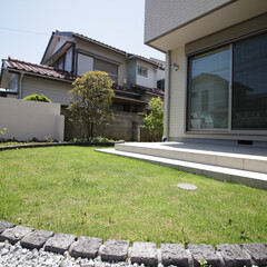 住まい/一戸建て/お庭/芝庭/ピンコロ石/外構/... ピンコロ石で見切りをしたサークル状の芝庭…