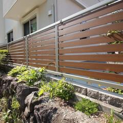 住まい/一戸建て/フェンス/外構/エクステリア モダンな木彫のアルミ目隠しフェンス。