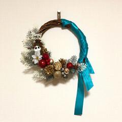 おうち/クリスマス/クリスマスリース/100均/オブジェ/インテリア/... クリスマスリースです。 材料はほとんど1…