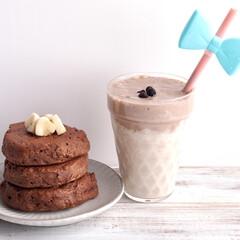 ダルゴナコーヒー風/Flussoアンバサダー/Flusso/米粉/パンケーキ/しそ葉のお塩/... パンケーキ×チョコバナナジュースを作って…