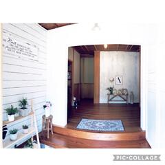 ダイソン/メッセージボード/無垢材/スカンジナビア/地中海スタイル/輸入壁紙/... 垂れ壁を新たに作ってテイストを変えた玄関…