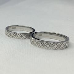ハンドメイド/結婚指輪/プラチナ/手彫り/一点物/一点もの/... 日本の伝統文様、七宝を3分の2周手彫りし…