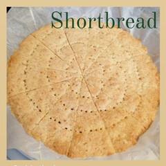 オーブン/ショートブレッド/キッチン/手づくりおやつ/焼き菓子 丸い型でショートブレッドを焼きました。 …