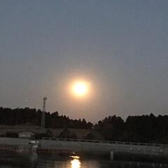 月明かり/月/スーパームーン/冬/風景 1枚目昨日の月です。2枚目3枚目は今日の…