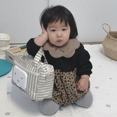 一丁前/赤ちゃん/1歳/女の子ベビー バッグを見つけると腕にかけて持つようにな…