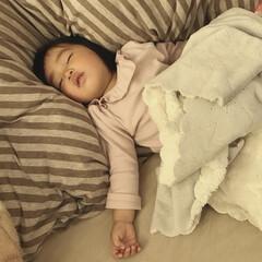 お昼寝/1歳3ヶ月/娘/寝相/寝顔 寝相の悪い末っ子ちゃん。 ゴロゴロどこで…