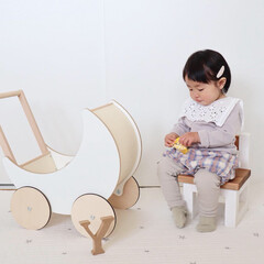 1歳3ヶ月/娘/ベビーコーデ/おやつタイム おやつタイムな末っ子ちゃん。 椅子に座っ…