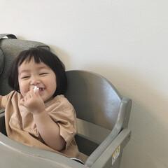 1歳3ヶ月/娘/ニコニコ/笑顔/おやつタイム/令和元年フォト投稿キャンペーン めっちゃ嬉しそうにお子様せんべい食べてる…