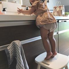 キッズコーデ/手洗い/1歳6ヶ月/娘 手洗いが大好きな末っ子ちゃん♡ ごはんを…(1枚目)