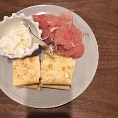 クラッカー/クリームチーズ/生ハム/おつまみレシピ/おつまみ 今日のおつまみ♡ クラッカーに生ハムとク…