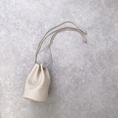 トゥージュヌーヴ/エクリュ/巾着バッグ/バッグ/ファッション コロンとした形が可愛い巾着バッグ👜 小さ…