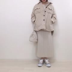 ワントーンコーデ/エクリュ/ニットスカート/cpoジャケット/ファッション ハニーズのCPOジャケットでワントーンコ…